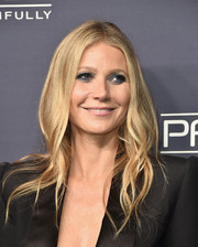 Gwyneth Paltrow played up her eyes with smoky blue makeup while keeping the rest of her beauty look simple.