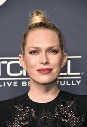 Erin Foster sported an edgy top knot at the 2017 Baby2Baby Gala.