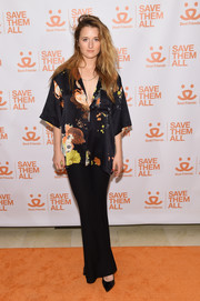 Grace Gummer attended the 2017 Best Friends Benefit to Save Them All wearing a loose print blouse.