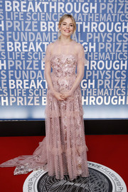 Sienna Miller got all dolled up in a pink Burberry lace gown with a printed underlay for the 2017 Breakthrough Prize ceremony.