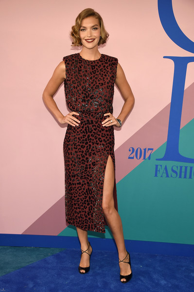 Arizona Muse worked a leopard-beaded burgundy dress by Michael Kors at the 2017 CFDA Fashion Awards.