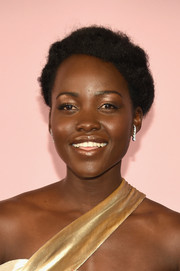 Lupita Nyong'o kept it natural with this short curly 'do at the 2017 CFDA Fashion Awards.
