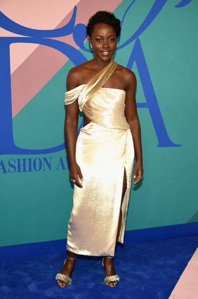 More Pics of Lupita Nyong'o One Shoulder Dress (4 of 6) - Lupita Nyong'o Lookbook - StyleBistro [shoulder,clothing,dress,red carpet,cocktail dress,carpet,fashion model,joint,fashion,hairstyle,arrivals,lupita nyongo,hammerstein ballroom,new york city,cfda fashion awards]