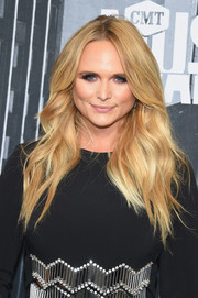 Miranda Lambert wore her long tresses in a stylish feathered flip at the 2017 CMT Music Awards.