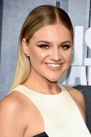 Kelsea Ballerini wore sleek ombre tresses at the 2017 CMT Music Awards.