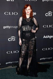 Karen Elson vamped it up in a sheer black lace gown at the 2017 Clio Awards.