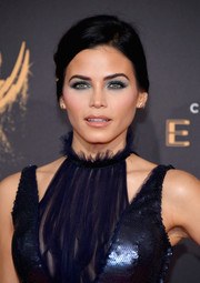 Jenna Dewan-Tatum swiped on a smoky application of blue eyeshadow to match her shimmering navy gown.
