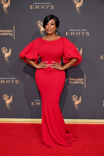 Niecy Nash made a breathtaking choice with this red Regard Style House Private Collection gown, featuring bubble sleeves and a curve-hugging silhouette, for the 2017 Creative Arts Emmy Awards.