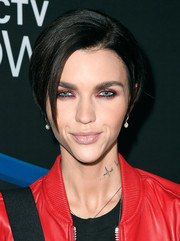 Ruby Rose went for a smoldering beauty look with heavy garnet eyeshadow.
