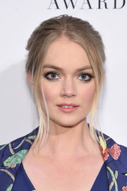 Lindsay Ellingson attended the 2017 DVF Awards wearing an updo that was slightly messy but completely elegant!