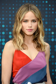 Halston Sage's messy waves at the 2017 Fox Upfront were equal parts sweet and edgy!