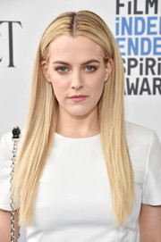 Riley Keough sported pin-straight tresses at the 2017 Film Independent Spirit Awards.