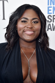 Danielle Brooks wore her hair in piecey, shoulder-length waves at the 2017 Film Independent Spirit Awards.