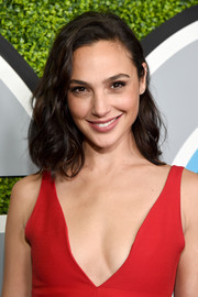 Gal Gadot looked oh-so-cute with her curled-out bob at the 2017 GQ Men of the Year party.