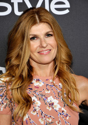 Connie Britton framed her face with bouncy waves for the InStyle and Warner Bros. Golden Globes post-party.