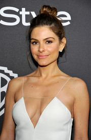 Maria Menounos kept it relaxed with this top knot at the InStyle and Warner Bros. Golden Globes post-party.