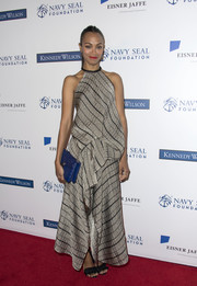 Zoe Saldana finished off her look with a textured blue envelope clutch by Bulgari.