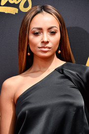Kat Graham wore her hair in a sleek center-parted style at the 2017 MTV Movie and TV Awards.