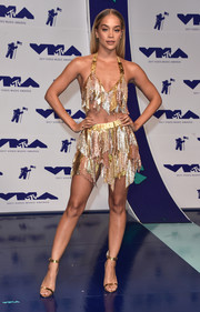 Jasmine Sanders coordinated her outfit with a pair of gold ankle-strap sandals.