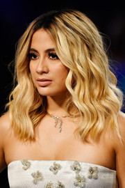 Ally Brooke hit the 2017 MTV VMAs wearing her hair in beachy waves.