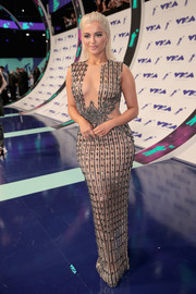 Bebe Rexha was sexy-glam in a body-con beaded gown by Labourjoisie at the 2017 MTV VMAs.