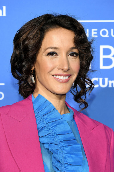 Jennifer Beals got glammed up with this high-volume, curly updo for the 2017 NBCUniversal Upfront.