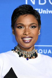 Jennifer Hudson accessorized with a chunky gemstone choker for some zing to her look.