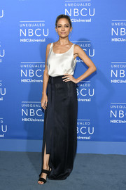 Nicole Richie kept it minimal yet elegant in an ivory silk cami by Josie Natori at the 2017 NBCUniversal Upfront.