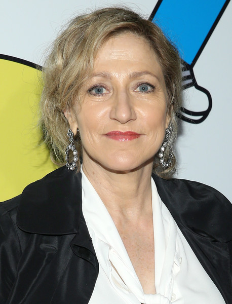 Edie Falco wore her hair in casual short waves at the 2017 Obie Awards.