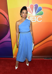 Susan Kelechi Watson was all about cool sophistication in a blue one-shoulder jumpsuit at the 2017 Summer TCA Tour.