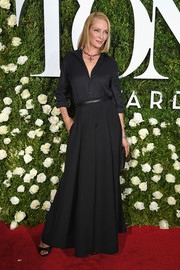 Uma Thurman opted for a simple black button-down when she attended the 2017 Tony Awards.