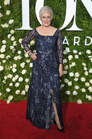 Glenn Close attended the 2017 Tony Awards looking glam in an embroidered navy gown.
