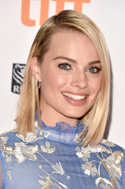 Margot Robbie framed her pretty face with a classic mid-length bob for the TIFF premiere of 'I, Tonya.'