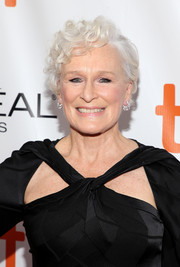 Glenn Close wore her hair in a short curly style at the TIFF premiere of 'The Wife.'