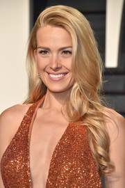 Petra Nemcova was sweet and pretty at the Vanity Fair Oscar party wearing this long side-parted 'do with curly ends.