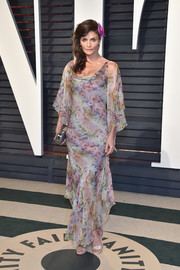Helena Christensen gave us spring goddess vibes with this floaty floral gown by Valentino at the Vanity Fair Oscar party.