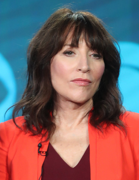 Katey Sagal stuck to her usual shoulder-length waves with eye-grazing bangs when she attended the 2017 Winter TCA Tour.