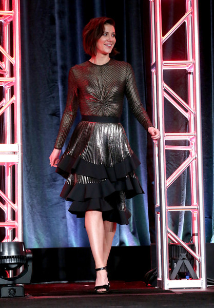 Mary Elizabeth Winstead stepped on stage during the 2017 Winter TCA Tour wearing a twist-accented By Johnny bodysuit.
