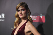 Constance Jablonski glammed it up with this Old Hollywood hairstyle at the 2017 amfAR Fabulous Fund Fair.