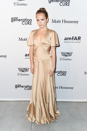 Sailor Brinkley Cook gave us fairytale vibes with this gold flutter-sleeve gown by Zac Posen at the 2017 amfAR generationCURE party.