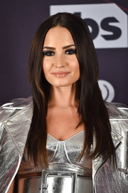 Demi Lovato wore a ton of black eyeshadow for a smoldering beauty look.