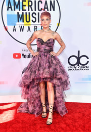 Halsey hit the 2018 American Music Awards wearing a strapless tie-die-effect gown by Redemption.