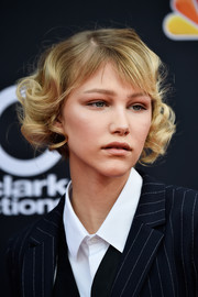Grace Vanderwaal wore her hair in cute short curls at the 2018 Billboard Music Awards.