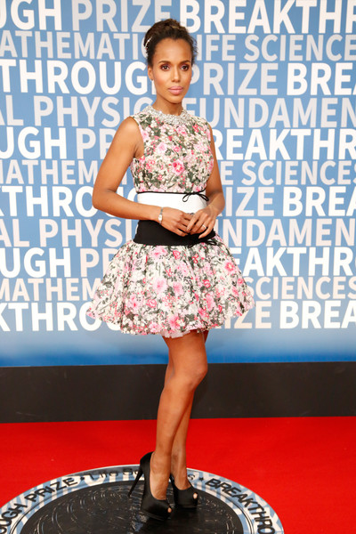 Kerry Washington paired her frock with towering black peep-toes by Giuseppe Zanotti.