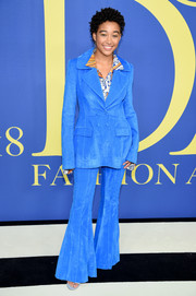 Amandla Stenberg channeled the groovy '70s in a sky-blue bell-bottom suit by Rosie Assoulin at the 2018 CFDA Fashion Awards.