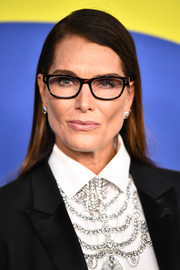 Brooke Shields was all business wearing this simple straight 'do along with specs at the 2018 CFDA Fashion Awards.