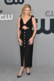 Lili Reinhart coordinated her dress with a pair of embellished black pumps by Malone Souliers.