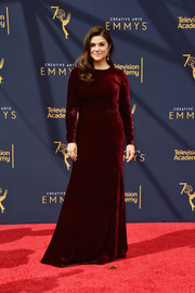 Tiffani Thiessen kept it simple yet elegant in a maroon velvet gown by SemSem at the 2018 Creative Arts Emmy Awards.