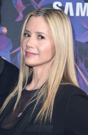 Mira Sorvino attended the 2018 DirecTV Now Super Saturday Night concert wearing her signature straight layers.