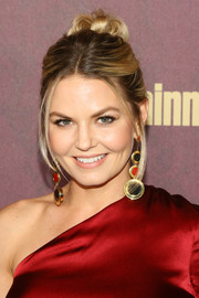 Jennifer Morrison styled her hair into a romantic loose bun for the 2018 Entertainment Weekly pre-Emmy party.